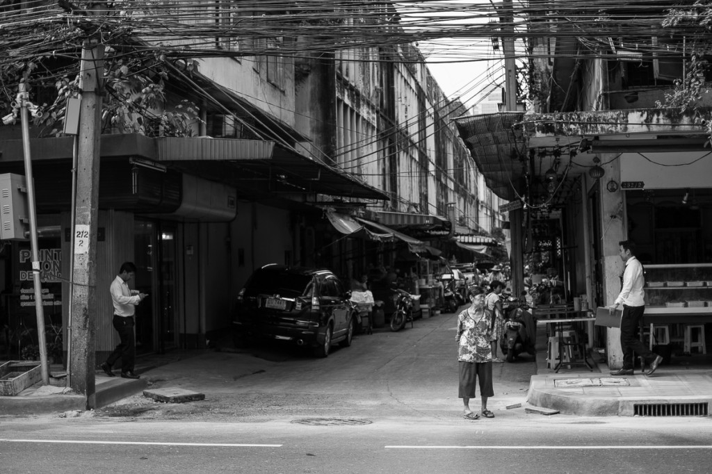 Street in Bangkok with women. By Marie Baersch