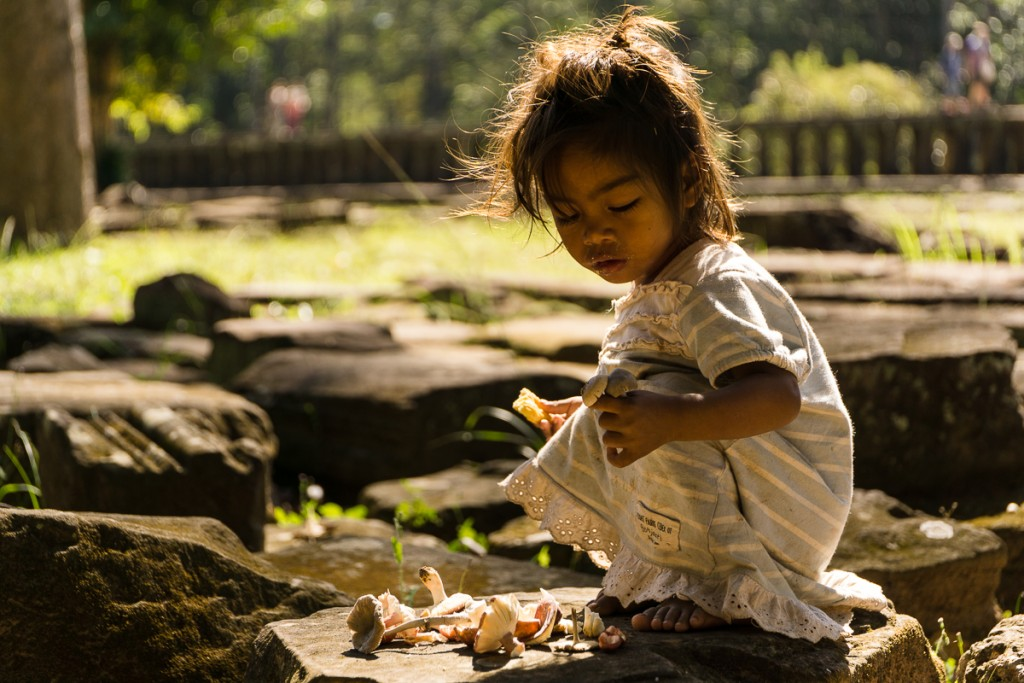 Throughout the temples you can find a lot of unattended children. Marie Baersch, Sony a6000, Zeiss Touit 2.8/50mm