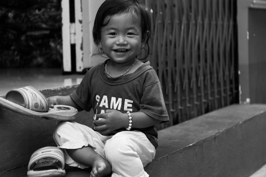 Nearly all the kids we encountered in cambodia smile at you, despite their daily circumstances. Marie Baersch, Sony a6000, Zeiss Touit 2.8/50mm