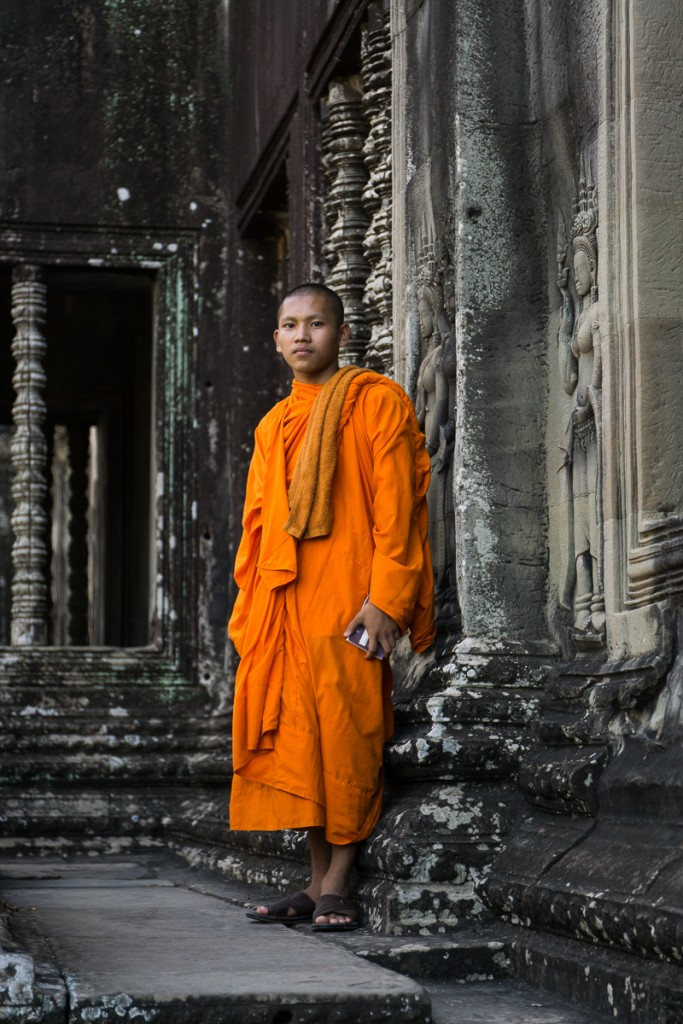 In the afternoon we stopped at angkor wat to take a look inside. Marie took this portrait of one of the monks she found inside. Marie Baersch, Son a6000, Zeiss Touit 2.8/50mm.