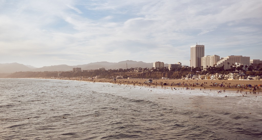The view from the Santa Monica pier at Santa Monica itself. Make sure to go at sunset even if it's crowded! The light is worth it! Alexander Waetzel, Sony a6000, Zeiss 24mm/1.4