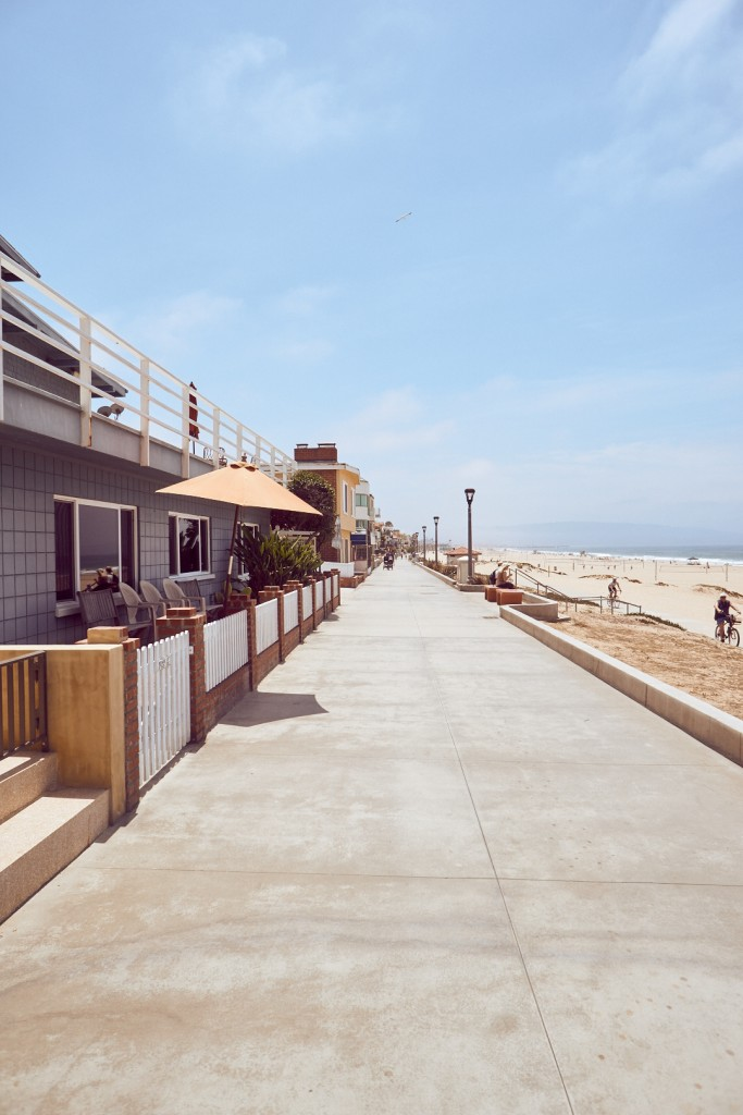 If you got a day to spare make sure to visit Manhattan Beach. It is a little further south right after Venice Beach and in comparison a little less crowded and a lot more relaxed. After sunbathing you can take walk through the surrounding streets with nice cafes and shops. Alexander Waetzel, Sony a6000, Sony 16mm/2.8