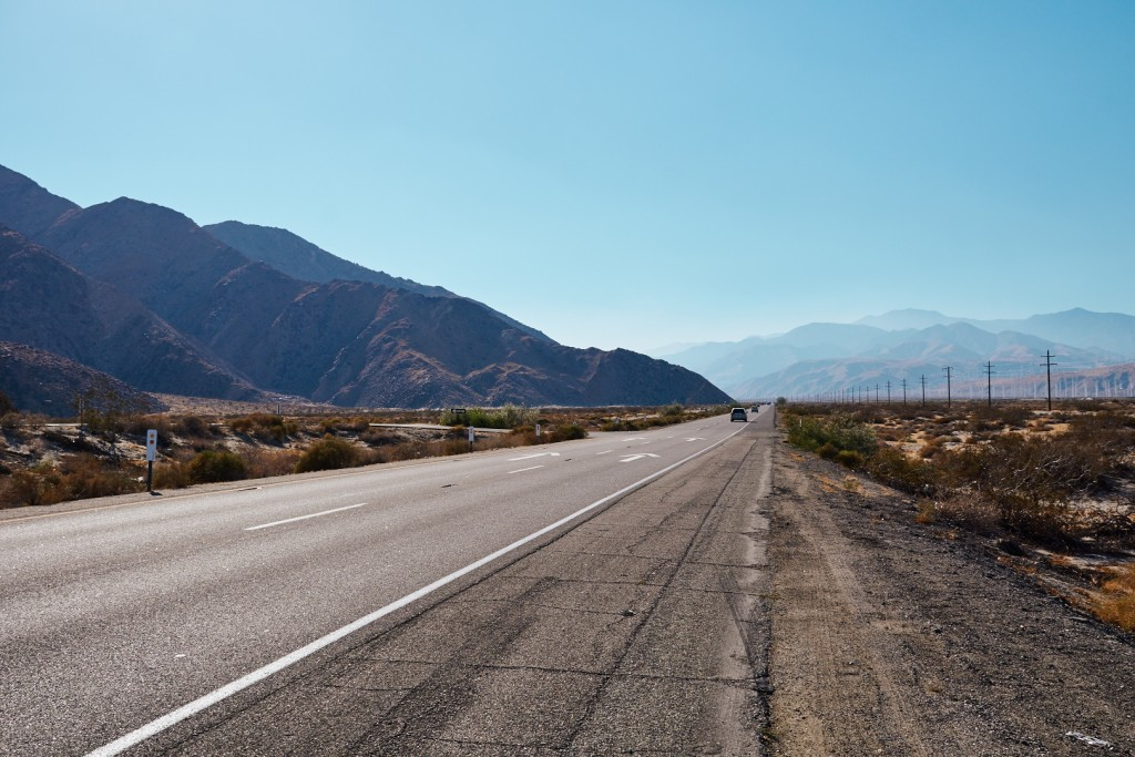 The valley on the to palms springs. Driving to the Joshua Treepark definitly gave us the american road trip spirit. Alexander Waetzel, Sony a6000, Zeiss 24mm/1.4