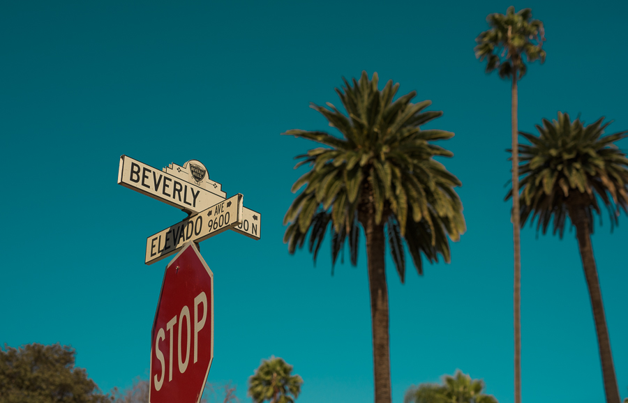 Beverly Drive is a good starting point for your trip, since you got 2 hours of free parking and nice walkways lined up until a small park where you can get in the shade to have a break from the sun. Marie Baersch, Nikon D810, Sigma Art, 50mm/1.4.